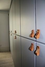 Garderobe storskabe med læder greb